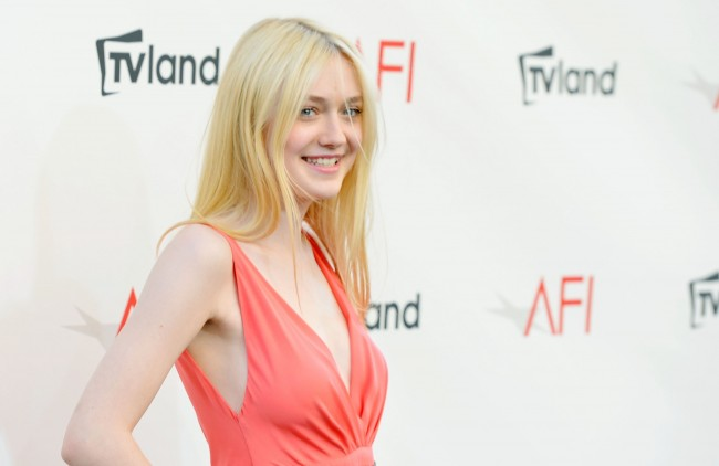 dakota_fanning_afi_life_achievement_award_honoring_shirley_maclaine_7june2012__n56QbUw.jpg